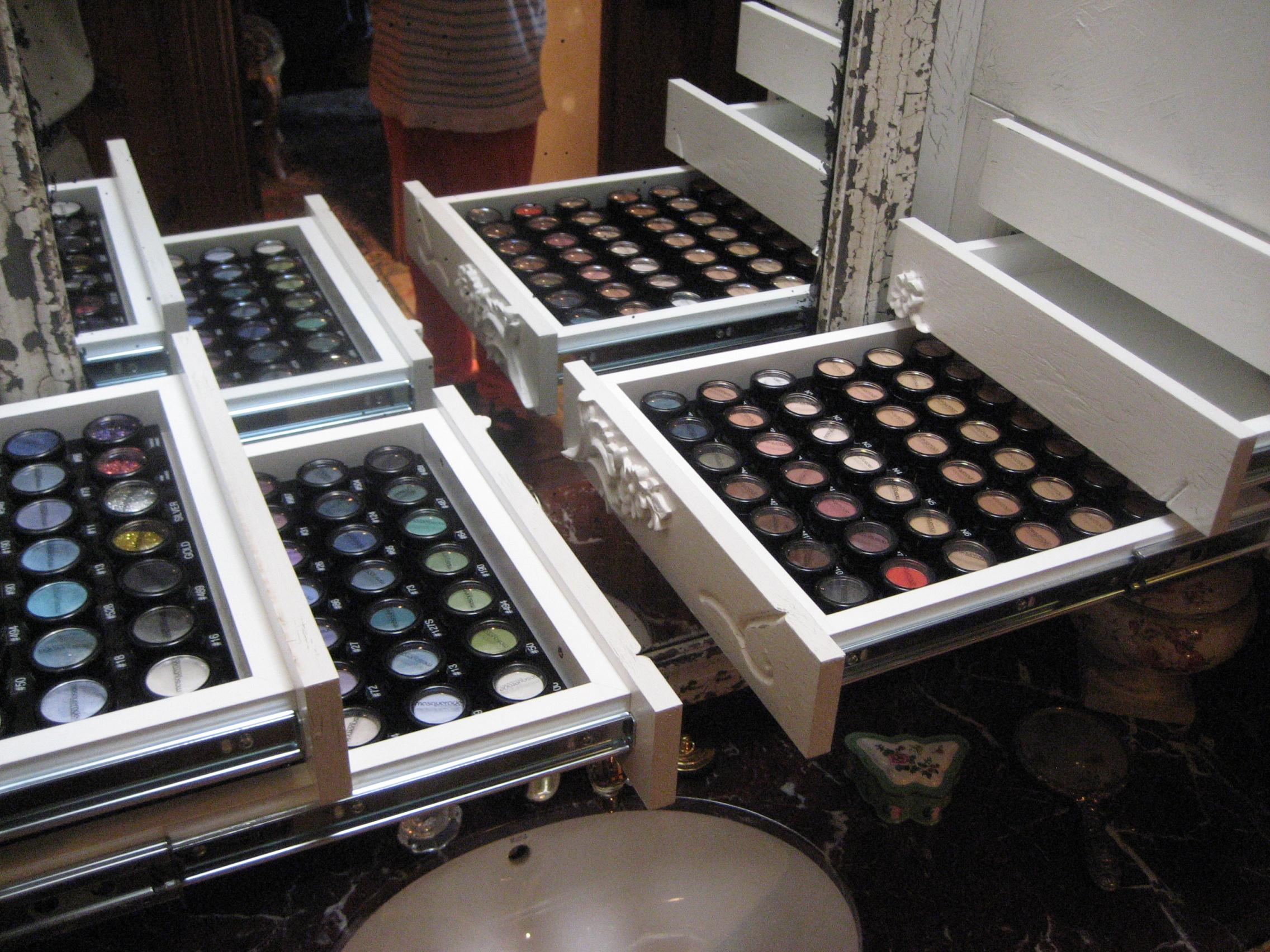 Merveilleux Secret Compartments For Makeup